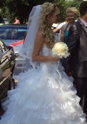 Свадебное платье (очень красивое)
